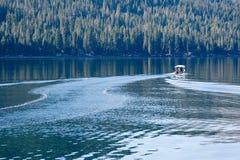 Roeien op het meer Royalty-vrije Stock Foto's