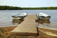 Roeiend boten klaar voor rit Stock Fotografie