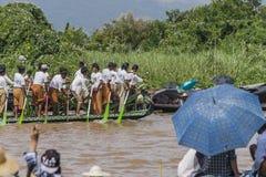 Roeiers op de boot Stock Foto