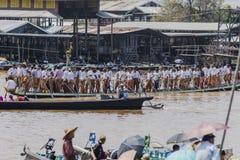 Roeiers op de boot Stock Foto's