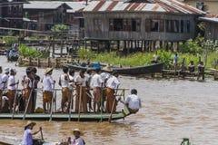 Roeiers op de boot Stock Afbeelding