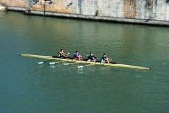 Roeiers op de rivier, Sevilla, Spanje. Royalty-vrije Stock Foto's