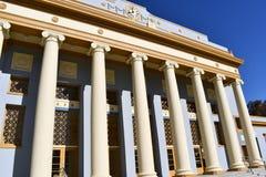 Roem stil av kolonner på en byggnad Kolonnaden hålls i corinthian stil som liknar en tempel royaltyfri foto