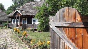 Roemeens huishouden - blokhuizen stock footage