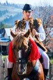 Roemeens traditioneel kostuum in Bucovina-provincie op vieringstijd stock afbeeldingen