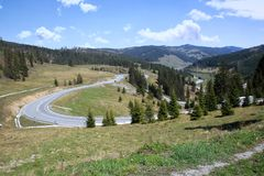 Roemeense bergweg royalty-vrije stock afbeelding