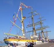 Roemeense Mircea-zeilboot in de haven van Sotchi Stock Foto's