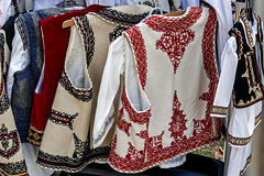 Roemeense traditionele kostuums 2 stock afbeelding