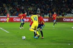 Roemeense voetbalster Nicolae Stanciu in actie tegen Spanje Royalty-vrije Stock Foto's