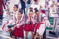 Roemeense Volksdansers op Nationale Soevereiniteit en Kinderen` s Dag - Turkije Stock Foto