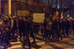 Roemenen protesteren tegen corruptiebesluit stock fotografie