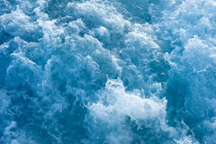 Roerend blauw oceaanwater royalty-vrije stock foto's