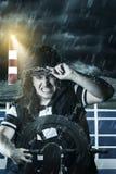 Roerganger met vest en GLB-strijd tegen onweer voor Th stock foto's