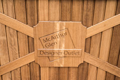 Roermond, Нидерланды 07 05 Логотип знака 2017 входов на древесине торгового участока выхода Mc Артура Глена дизайнерского Стоковое фото RF
