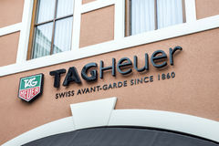 Roermond die Niederlande 07 05 Logo 2017 des TagHeuer-Uhr Speichers im Einkaufsviertel Mc Arthur Glen Designer Outlet Lizenzfreie Stockfotografie