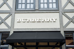 Roermond holandie 07 05 2017 logo Burberry sklep w Mc Arthur roztoki projektanta ujściu robi zakupy teren Fotografia Royalty Free