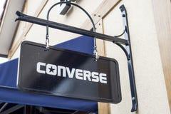 Roermond holandie 07 05 2017 logo Converse odzieżowy sklep w Mc Arthur roztoki projektanta ujściu robi zakupy teren Obrazy Stock