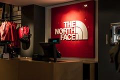 Roermond, holandie 07 05 2017 logo Północnej twarzy Plenerowy sklep Mc Arthur roztoki projektanta ujście robi zakupy teren Obrazy Royalty Free