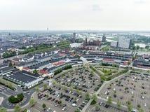 Roermond Nederländerna 07 05 Antennen 2017 sköt himmelsikt över horisonten av Mcen Arthur Glen Designer Outlet som shoppar område Royaltyfri Bild