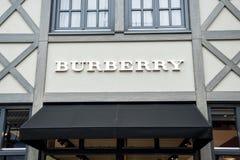 Roermond Nederländerna 07 05 Logo 2017 av Burberrylagret i Mcen Arthur Glen Designer Outlet som shoppar område Royaltyfri Fotografi