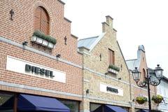 Roermond Nederländerna 07 05 Logo 2017 av det diesel- jeanslagret i Mcen Arthur Glen Designer Outlet som shoppar område Royaltyfri Bild