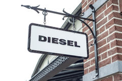 Roermond Nederländerna 07 05 Logo 2017 av det diesel- jeanslagret i Mcen Arthur Glen Designer Outlet som shoppar område Royaltyfria Foton