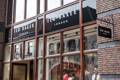Roermond Nederländerna 07 05 Logo 2017 av Ted Baker London Store i Mcen Arthur Glen Designer Outlet som shoppar område Arkivbild