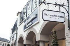 Roermond Nederländerna 07 05 Logoen 2017 av Polo Ralph Lauren barn lagrar Mc Arthur Glen Designer Outlet som shoppar område Arkivbild
