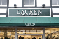 Roermond Nederländerna 07 05 Logoen 2017 och shoppar av den Ralph Lauren Store Mc Arthur Glen formgivaren Outlet som shoppar områ Royaltyfri Fotografi