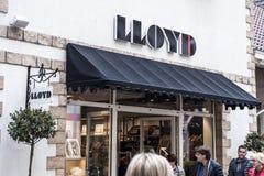 Roermond, Nederland 07 05 2017 Embleem en winkel van het winkelen van LLOYD Clothes Store Mc Arthur Glen Designer Outlet gebied Royalty-vrije Stock Foto