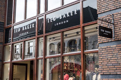 Roermond Países Baixos 07 05 Logotipo 2017 de Ted Baker London Store na área de compra de Mc Arthur Glen Designer Outlet Fotografia de Stock