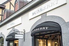 Roermond Países Bajos 07 05 Logotipo 2017 de la tienda de Burberry en el área de compras de Mc Arthur Glen Designer Outlet Imagen de archivo libre de regalías