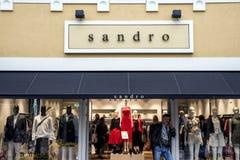 Roermond, Países Bajos 07 05 Logotipo 2017 y tienda del área de compras de Mc Arthur Glen Designer Outlet de la tienda de ropa de Fotos de archivo