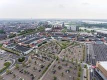 Roermond, Paesi Bassi 07 05 L'antenna 2017 ha sparato la vista del cielo sopra l'orizzonte della zona commerciale di Mc Arthur Gl Immagine Stock Libera da Diritti