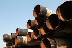 Roestende industriële staalpijpen royalty-vrije stock afbeeldingen