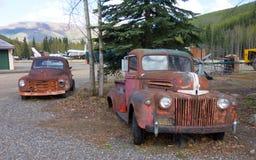 Roestende oude vrachtwagens bij de chena hete lentes in de lente royalty-vrije stock afbeeldingen