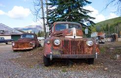 Roestende oude vrachtwagens bij de chena hete lentes in de lente royalty-vrije stock foto's