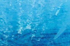 Roestig en corrosief blauw plastiek stock afbeeldingen