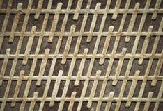 Roestig ijzerdeksel met een patroon Royalty-vrije Stock Afbeeldingen