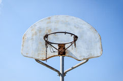 Roestig netto basketbal stock foto's
