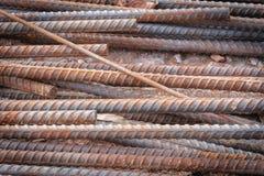 Roestig oud die rebar staal in bouw wordt gebruikt Stock Foto