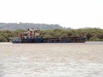 Roestig schip Royalty-vrije Stock Afbeeldingen