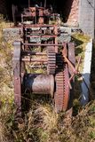 Roestig toestellen en krukmechanisme Oude machines royalty-vrije stock fotografie