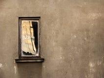 Roestig venster stock afbeeldingen
