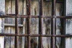 Roestige bars van een gevangenis royalty-vrije stock afbeeldingen