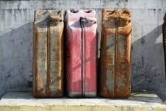Roestige brandstoftanks Stock Foto's