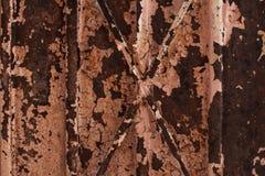 Roestige en doorstane metaaldeur stock fotografie