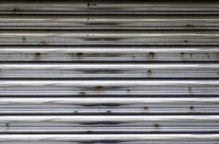 Roestige gesloten metaaldeur Royalty-vrije Stock Foto's