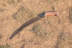 Roestige handsaw stock afbeelding