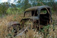 Roestige oude auto Stock Afbeeldingen